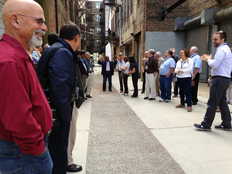 WEFTEC attendees examine one of Chicago Department of Transportation's first green alleys.